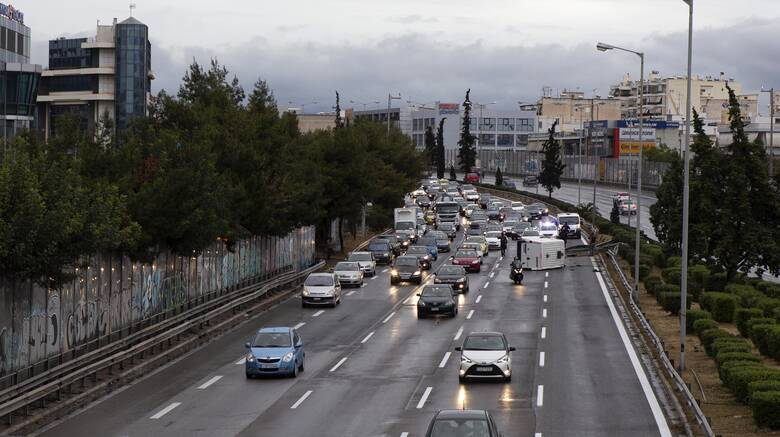 Πώς κινούνται φορτηγά και ΙΧ λόγω διακοπής κυκλοφορίας στην εθνική οδό Αθηνών - Λαμίας