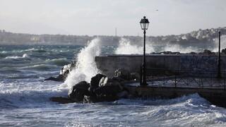 Καιρός: Ισχυροί άνεμοι μέχρι 7 μποφόρ και πτώση της θερμοκρασίας