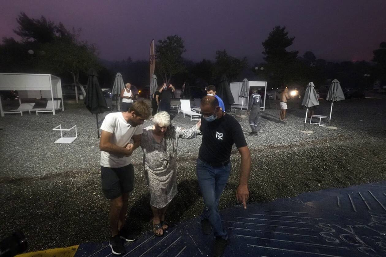 https://cdn.cnngreece.gr/media/news/2021/08/07/277101/photos/snapshot/evia-limni-5.jpg