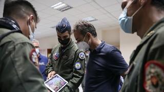 Επίσκεψη Μητσοτάκη στην 112 Πτέρυγα Μάχης – Συνομίλησε με πιλότους Canadair