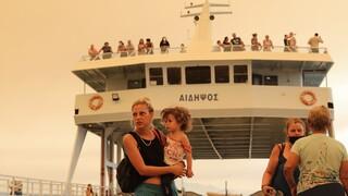 Φωτιά Εύβοια: Ελεύθερη μετακίνηση από τα λιμάνια Αιδηψού και Αγιόκαμπου