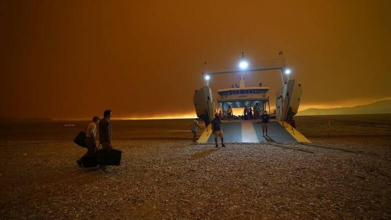 Φωτιές Εύβοια: Δραματικές ώρες σε Καστρί, Πευκί και Γούβες - Υπεράνθρωπη μάχη με τις φλόγες