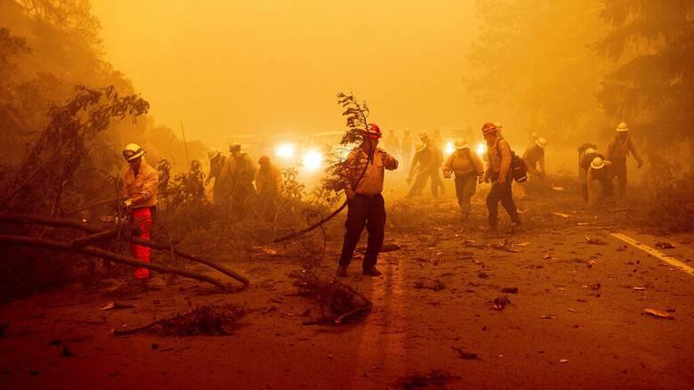 Καλιφόρνια: Μαίνεται μια από τις μεγαλύτερες πυρκαγιές στην ιστορία της πολιτείας