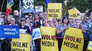 Πολωνία: Κυβερνητική κρίση εν μέσω διαδηλώσεων υπέρ της ελευθερίας του Τύπου