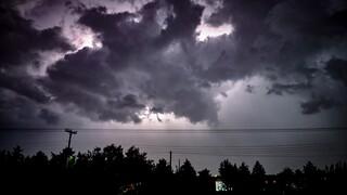 Καιρός: Έκτακτη επιδείνωση από το απόγευμα με καταιγίδες και στην Εύβοια μετά τις πυρκαγιές
