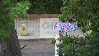 Καιρός: Άρχισε η βροχή στην Αττική - Χαλάζι σε Καβάλα και Φθιώτιδα