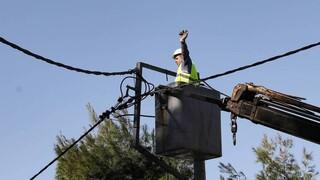 Φωτιές: Συνεχίζονται οι προσπάθειες αποκατάστασης των ζημιών του δικτύου της ΔΕΗ