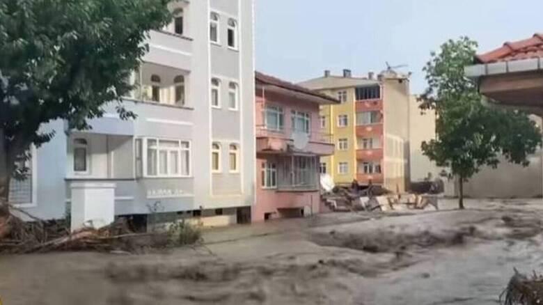 Τουρκία: Ο απολογισμός των νεκρών από τις πλημμύρες στις βόρειες περιφέρειες αυξήθηκε σε 27