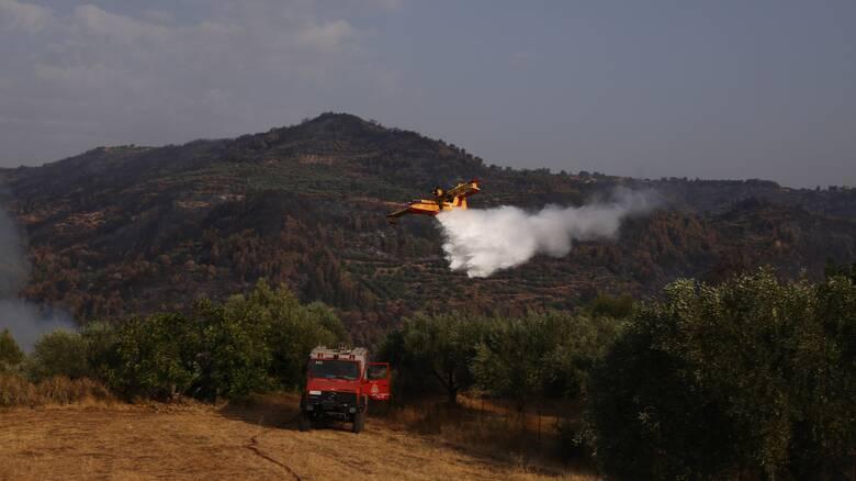 Φωτιά στην Αρχαία Κόρινθο: Σπεύδουν ισχυρές δυνάμεις της πυροσβεστικής