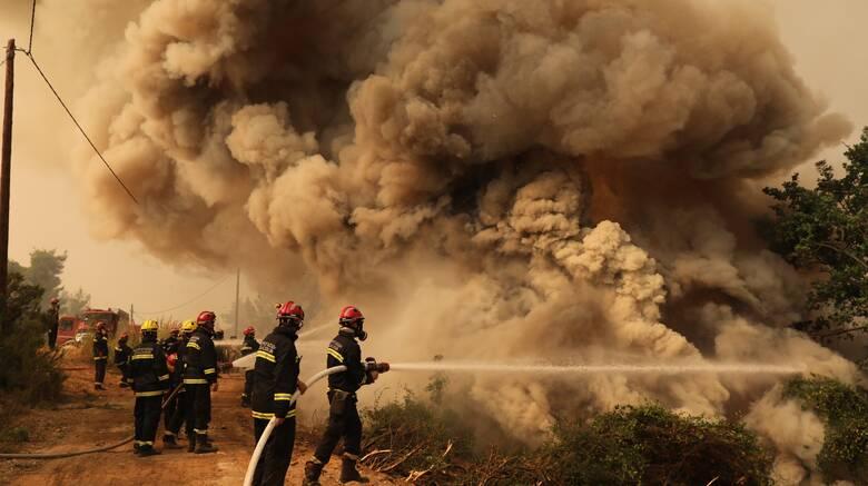 Πυρκαγιές: Ολονύκτια μάχη με τις φλόγες σε δύο μεγάλες εστίες σε Εύβοια και Κορινθία