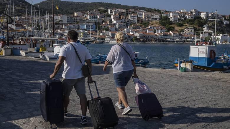 Αντέχει, παρά τις αναταράξεις, ο τουρισμός - Αυξημένες οι πτήσεις προς Ελλάδα και τον Αύγουστο