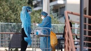 Σε επ' αόριστον αναστολή εργασίας από αύριο οι ανεμβολίαστοι εργαζόμενοι σε προνοιακές δομές