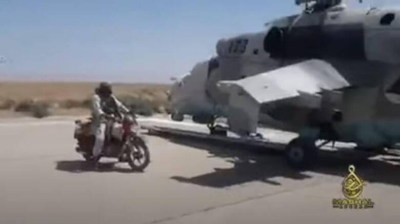 Αφγανιστάν: Οι Ταλιμπάν επιδεικνύουν στην Κανταχάρ τα αμερικανικά ελικόπτερα που κατέσχεσαν