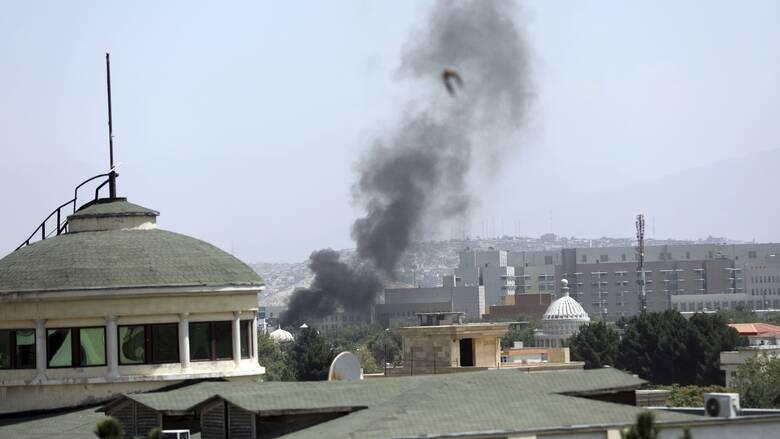 Έκρυθμη η κατάσταση στο Αφγανιστάν: Εκρήξεις στην Καμπούλ, οι Ταλιμπάν κατέλαβαν το προεδρικό μέγαρο