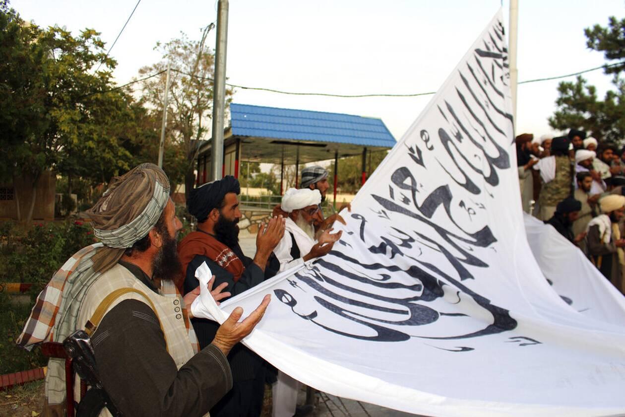 https://cdn.cnngreece.gr/media/news/2021/08/15/277999/photos/snapshot/taliban-1.jpg