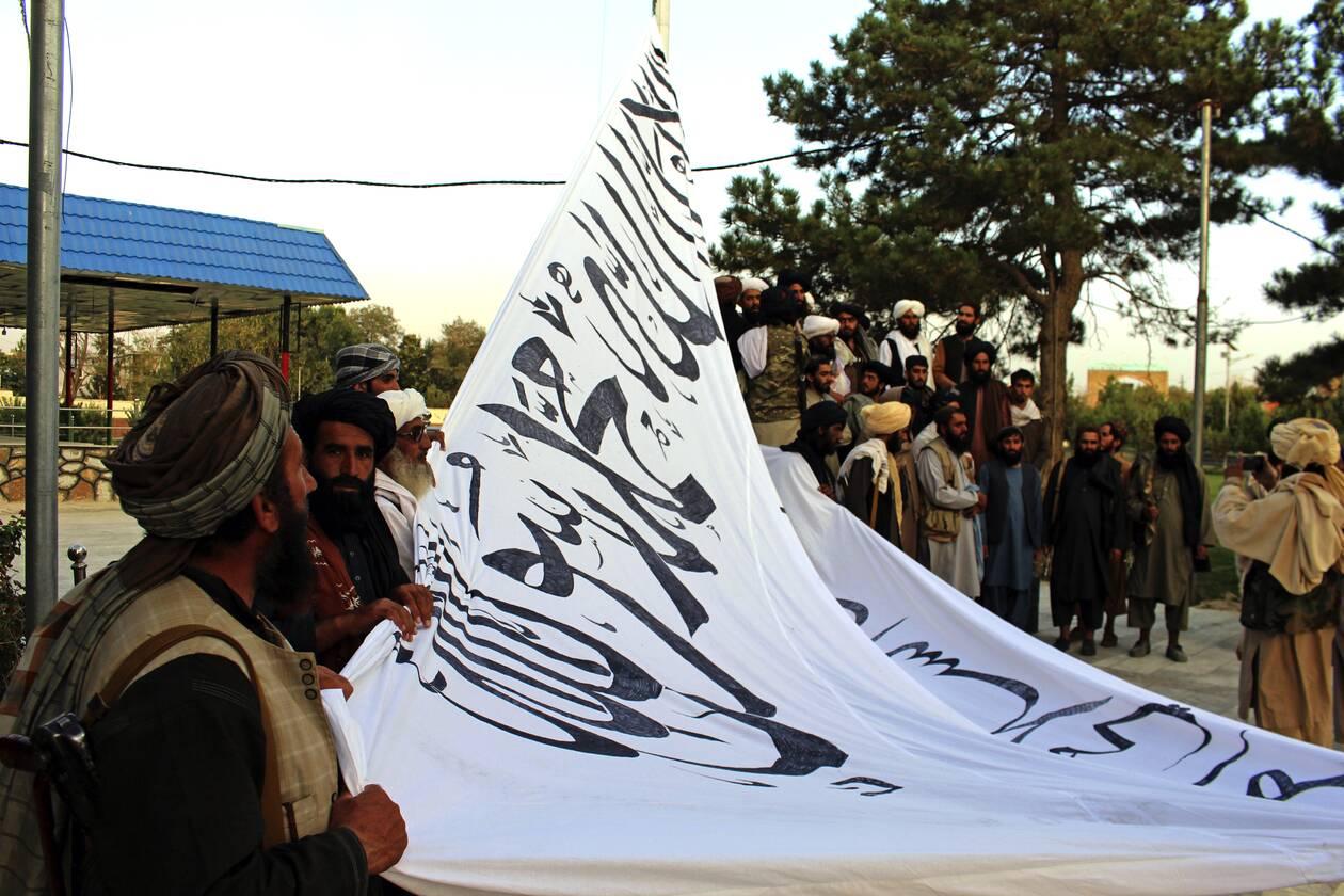 https://cdn.cnngreece.gr/media/news/2021/08/15/277999/photos/snapshot/taliban-2.jpg