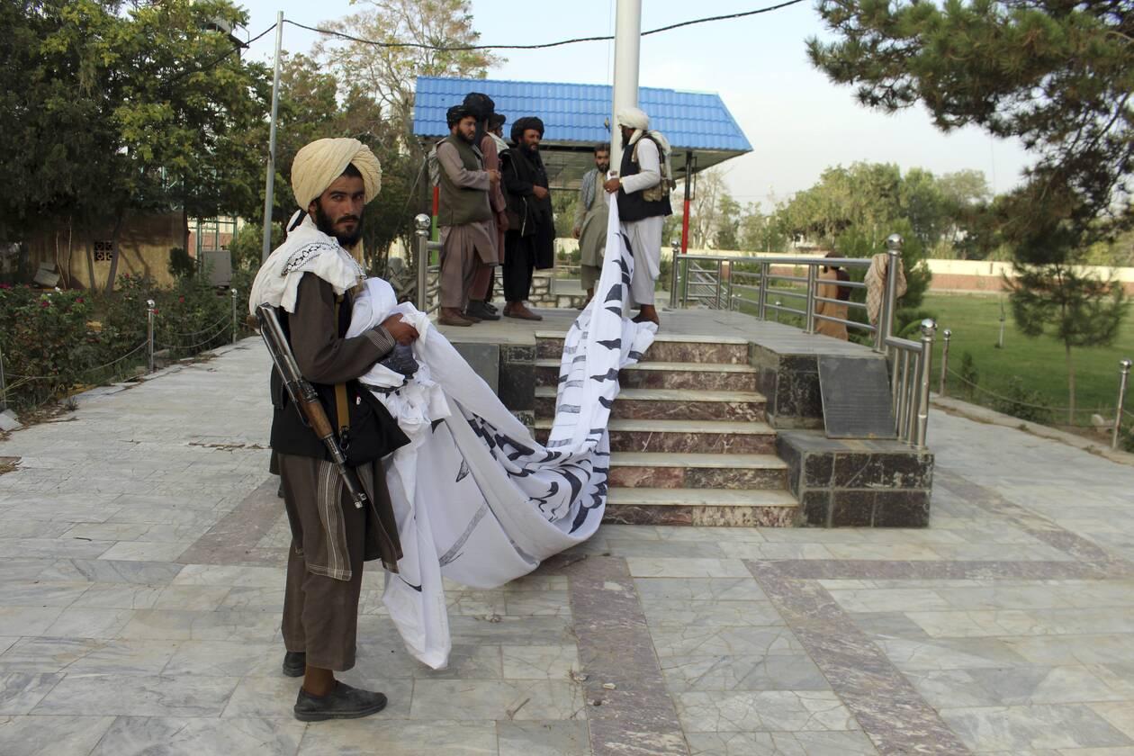 https://cdn.cnngreece.gr/media/news/2021/08/15/277999/photos/snapshot/taliban-3.jpg