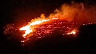 Φωτιά σε περιοχή με χαμηλή βλάστηση στην Κίμωλο