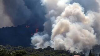 Πυρκαγιά Κερατέα: Ορατός από το διάστημα ο καπνός - Τα καμμένα στη Βαρυμπόμπη από δορυφόρο