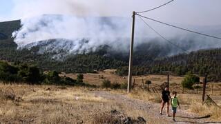 Φωτιά Βίλια: Ολοκληρώθηκε η εκκένωση γηροκομείου - Θετικοί σε Covid δύο τρόφιμοι