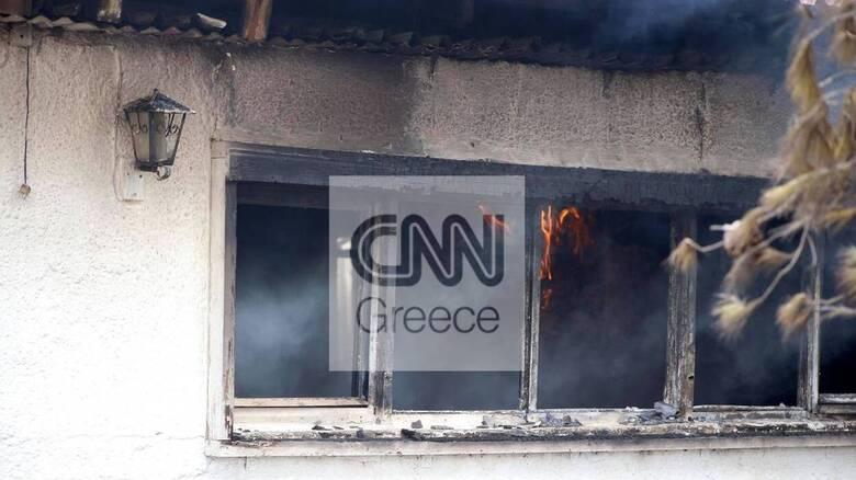 Φωτιά Βίλια: Ανεξέλεγκτη κατευθύνεται προς Μέγαρα - Έκαψε σπίτια έξω από οικισμούς