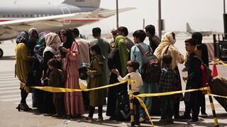 Αφγανιστάν: Ήδη 18.000 πρόσφυγες έφυγαν από τη χώρα ενώ μαίνεται το ανθρωποκυνηγητό «πόρτα-πόρτα»