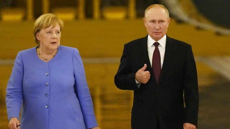 Υπόθεση Ναβάλνι: Η Μέρκελ ζήτησε από τον Πούτιν την απελευθέρωση του