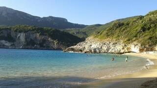Καλοκαίρι 2021 - Κέρκυρα: Η πανέμορφη παραλία της Ροβινιάς στο νησί των Φαιάκων