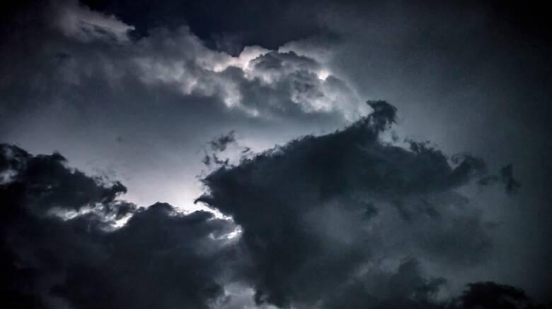 Kαιρός: Πού αναμένονται καταιγίδες και χαλαζοπτώσεις τις επόμενες ώρες