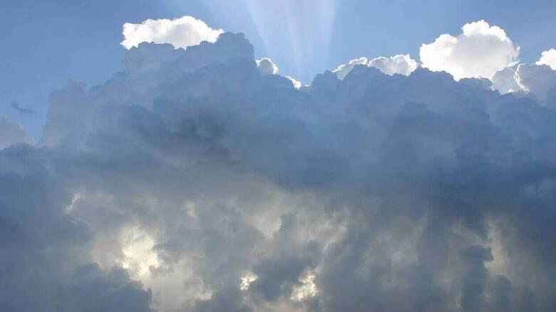 Kαιρός: Πρόσκαιρες βροχές και άνεμοι έως 8 μποφόρ στο Αιγαίο