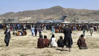 Επτά άνθρωποι σκοτώθηκαν στην προσπάθειά τους να μπουν στο αεροδρόμιο της Καμπούλ