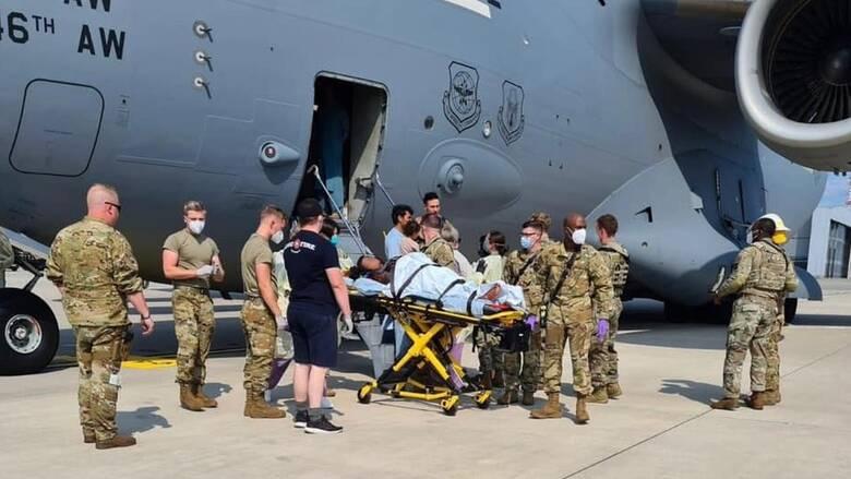 Αφγανή εγκαταλείποντας τη χώρα προς τη Γερμανία γέννησε μέσα σε στρατιωτικό αεροσκάφος των ΗΠΑ