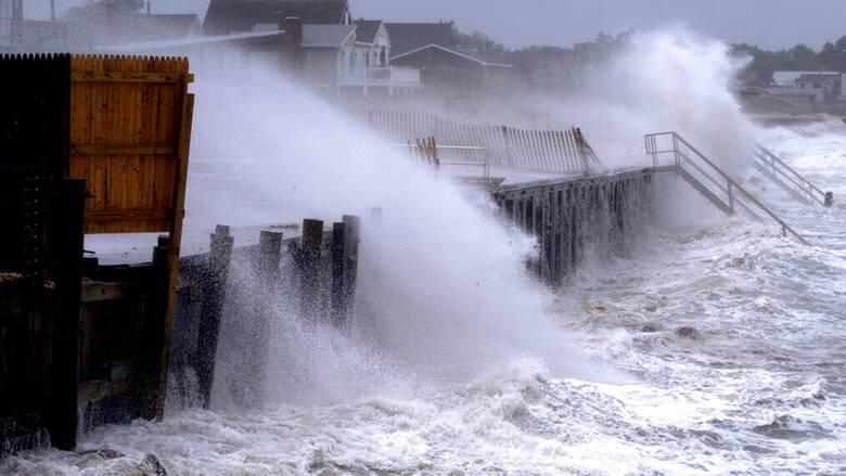 Η τροπική καταιγίδα Χένρι «σφυροκοπά» τις βορειοανατολικές ακτές των ΗΠΑ