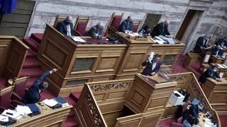 Βουλή: Διασταυρώνουν τα ξίφη τους οι πολιτικοί αρχηγοί στη συζήτηση για τις πυρκαγιές