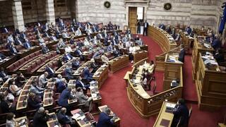 Μετωπική σύγκρουση στη Βουλή για τις πυρκαγιές