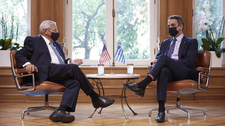 Μενέντεζ σε Μητσοτάκη: Οι ΗΠΑ εκτιμούν τον σημαντικό ρόλο της Ελλάδας σε ζητήματα δημοκρατίας