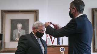 Με το Μετάλλιο της Πόλεως των Αθηνών τιμήθηκε ο Ρόμπερτ Μενέντεζ
