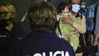 Αεροσκάφος με 121 Αφγανούς πρόσφυγες έφθασε το πρωί στην Αλβανία