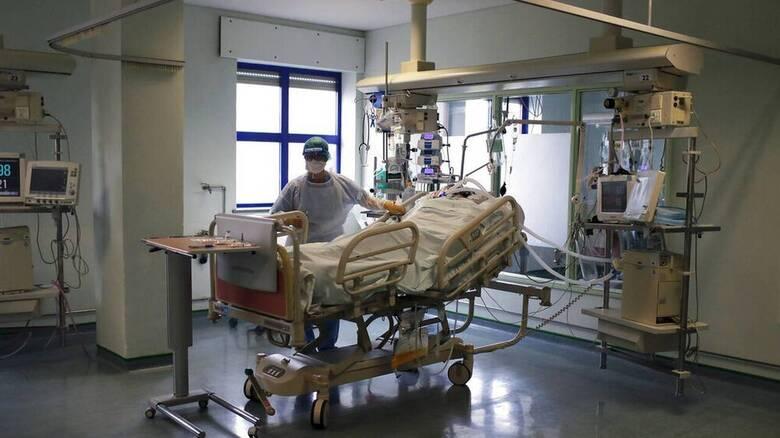 Κορωνοϊός: Ασφυκτική η κατάσταση στον Ευαγγελισμό- Το 90% των νοσηλευόμενων είναι ανεμβολίαστοι