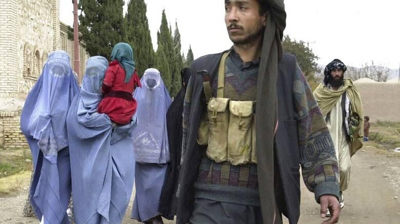 Οι Ταλιμπάν καλούν τις γυναίκες στον τομέα της υγείας να επιστρέψουν στις δουλειές τους