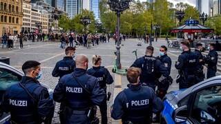 Κορωνοϊός - Γερμανία: Συγκρούσεις με τραυματίες σε διαδήλωση κατά των περιοριστικών μέτρων