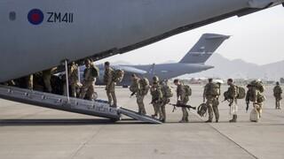Αφγανιστάν: Αναχώρησαν από την Καμπούλ και οι τελευταίοι Βρετανοί στρατιώτες