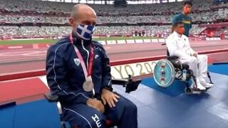 Παραολυμπιακοί Αγώνες: Η στιγμή της απονομής του ασημένιου μεταλλίου στον Κωνσταντινίδη