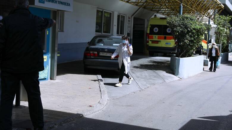 Κορωνοϊός - Τζανάκης: Πιθανότητα να μειωθούν τα κρούσματα από τα μέσα Σεπτεμβρίου