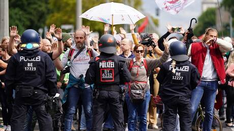 Κορωνοϊός - Βερολίνο: Δεκάδες προσαγωγές στην δεύτερη μέρα διαδηλώσεων αντιεμβολιαστών
