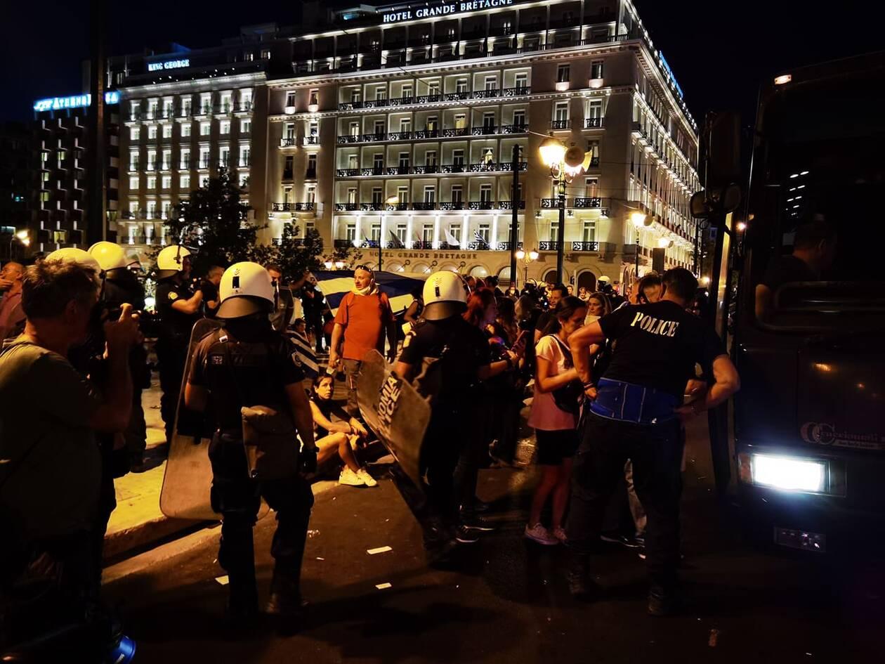 https://cdn.cnngreece.gr/media/news/2021/08/29/279501/photos/snapshot/epeisodia-syntagma.jpg