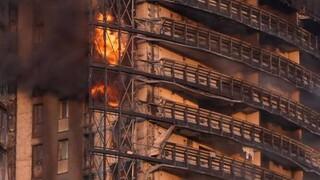 Ιταλία: Στις φλόγες τυλίχθηκε ουρανοξύστης στο Μιλάνο - Εκκενώθηκε το κτήριο