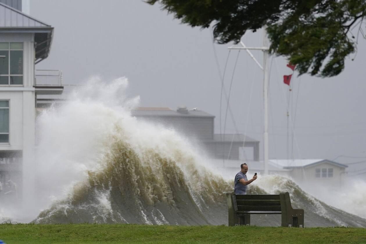 https://cdn.cnngreece.gr/media/news/2021/08/30/279528/photos/snapshot/Hurricane-Ida-5.jpg