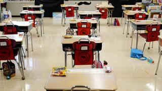 Κορωνοϊός – ΠΟΥ: Προτεραιότητα ο εμβολιασμός εκπαιδευτικών και εργαζομένων σε σχολεία