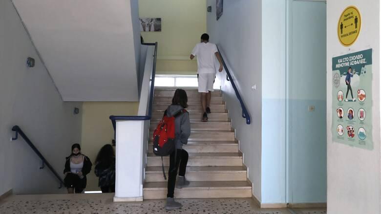 Κορωνοϊός - Κεραμέως: Νέο μοντέλο λειτουργίας των σχολείων - Όχι σε οριζόντιο κλείσιμο τάξεων